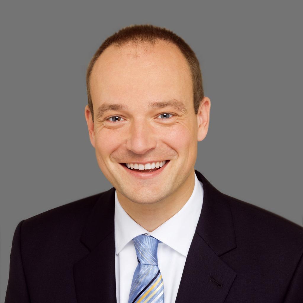 Dr. Roland Adelmann