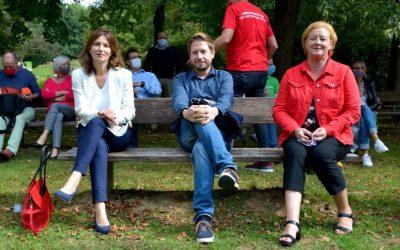 Kevin Kühnert und Tülay Durdu übergaben Ehrenpreis für besonderes soziales Engagement