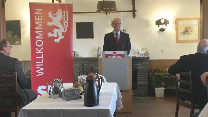 Gastredner Klaus Hänsch referierte über die Vorzüge den Europäischen Union | Bild: © Heidrun Schmeis-Noack