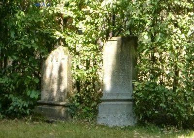 Grabsteine auf den Jüdischen Friedhof in Nümbrecht. Jüdische Gräber sind nach Osten, nach Jerusalem, ausgerichtet. Hier gilt ewiges Ruherecht.