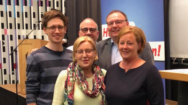 Sven Lichtmann, Ursula Mahler, Frank Mederlet, Thorsten Konzelmann und Michaela Engelmeier (v.l.) auf der Regionalkonferenz der SPD Mittelrhein (Bild: © SPD Oberberg)